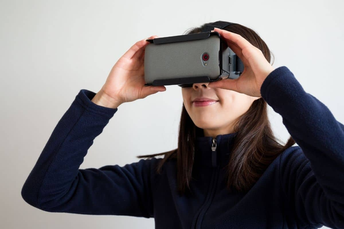 The 8 Best Mobile VR Headsets for iPhone, Android, and More (2021)